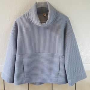 Lucy athletic bell sleeved cropped pull over EUC